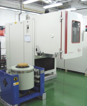 Climatic Chamber Combining with Vibration Shaker Tests